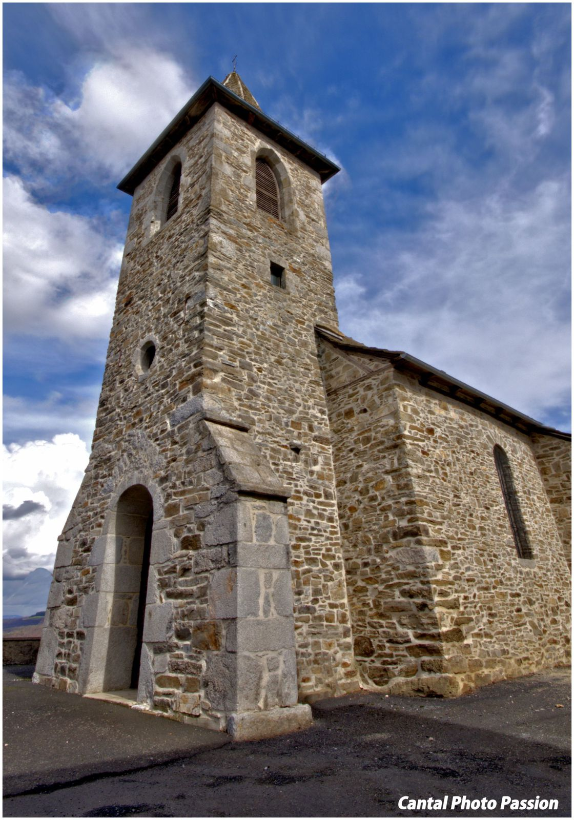 Eglise de Lapeyrugue Cantal