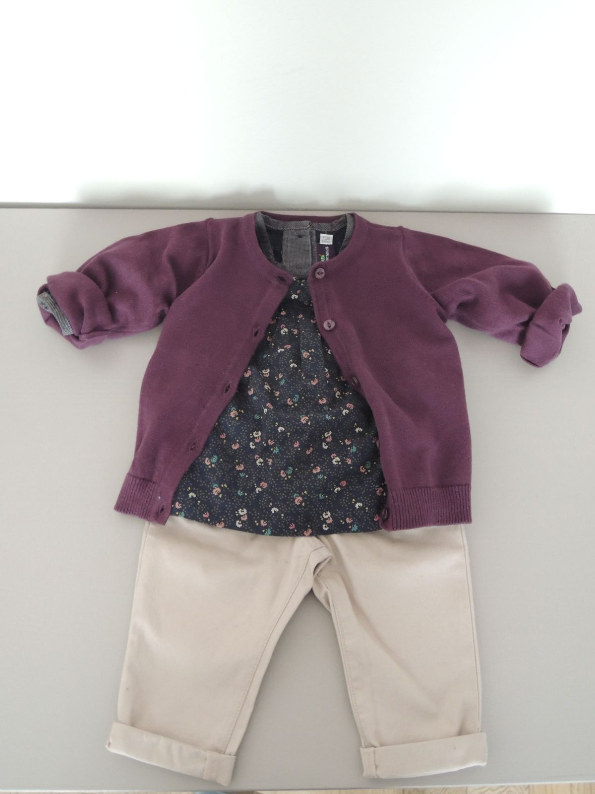 Blouse Sergent Major, Gilet violet H&M, pantalon rose pâle Bout'chou