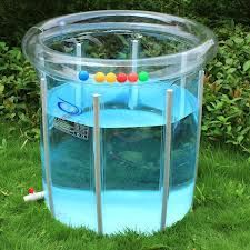 Un peu étrange ce modèle qui permet d'immerger completement bébé dans l'eau avec un métre de profondeur..pas sûr que ce soit vraiment fiable!