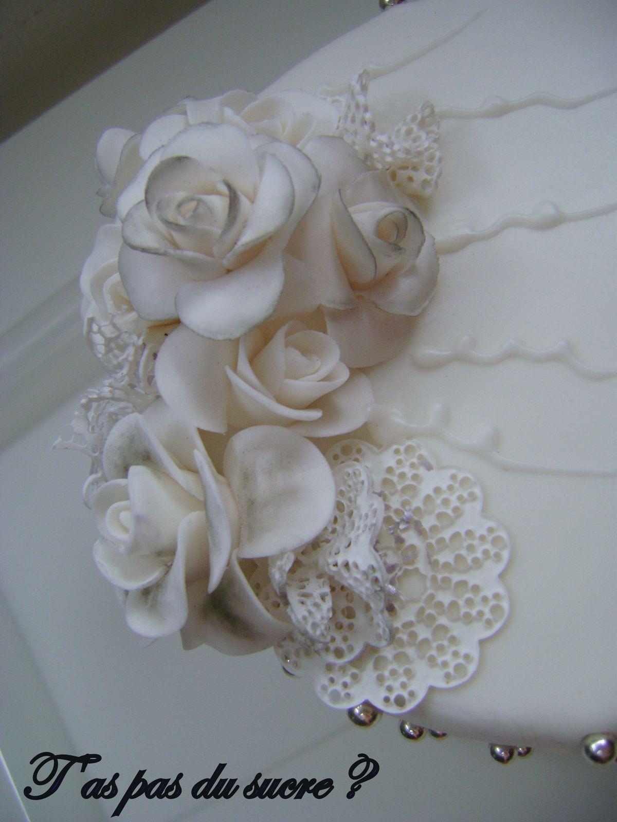 Gâteau baroque chic noir et blanc