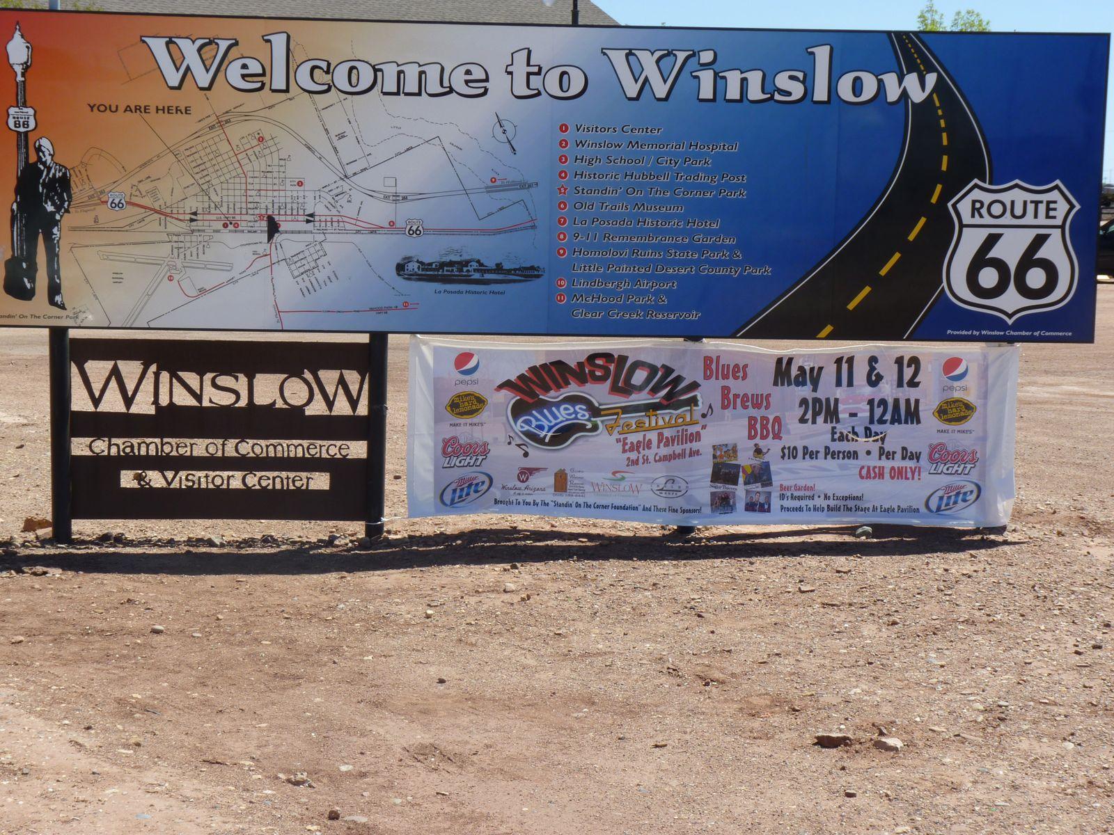 """Le coin de rue de Winslow , rendu célèbre dans le monde entier grace à la chanson de Jackson Browne """"Take it easy"""", chanté par les Eagles."""