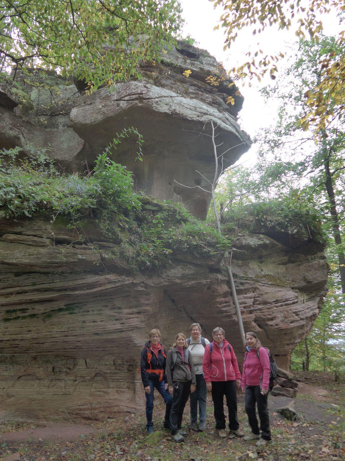 Notre superbe troupe de randonneuses devant la ruine de Rothenbourg