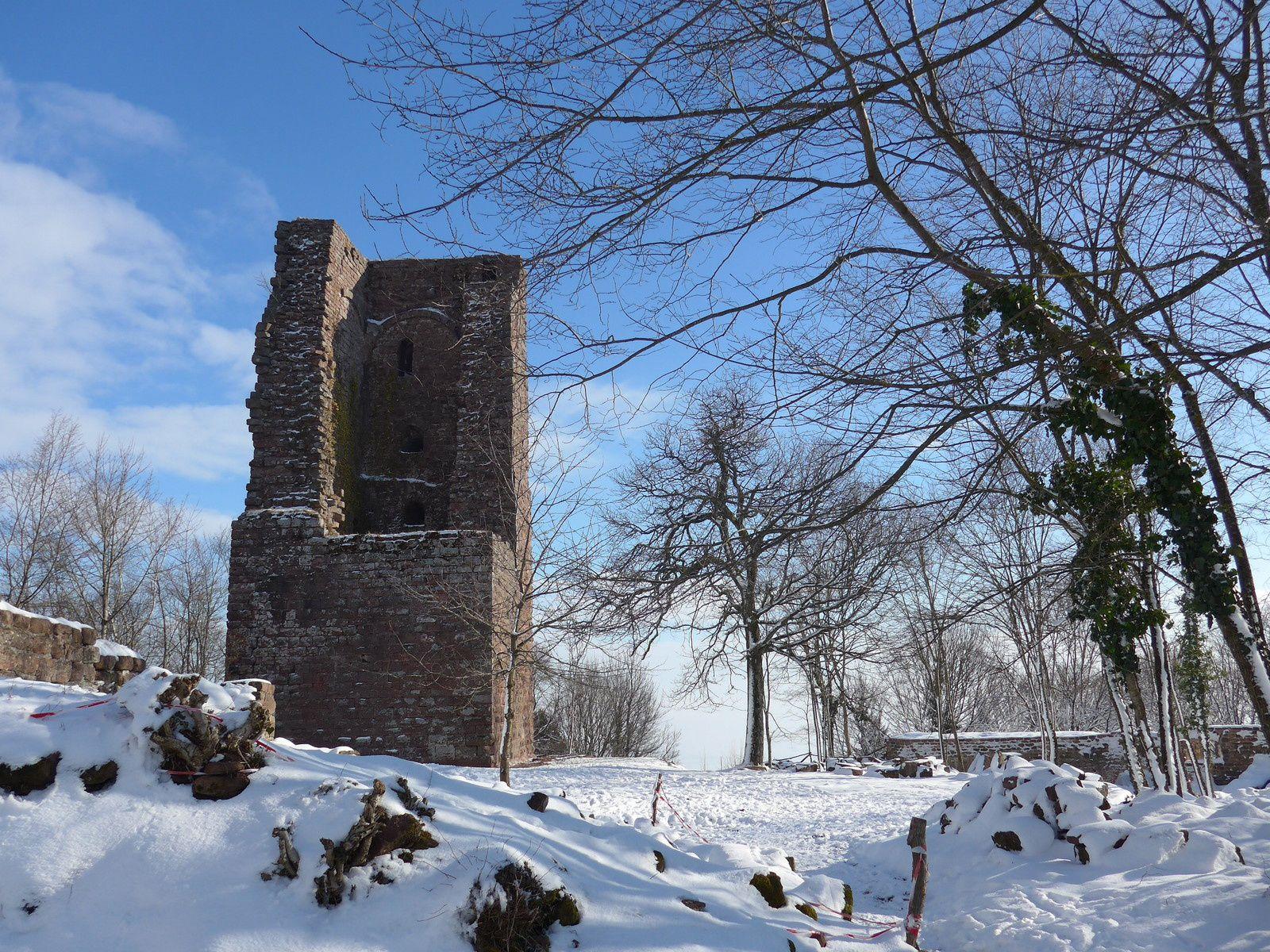 le donjon, 47 mètres de haut et des murs de 3 mètres d'épaisseurs.