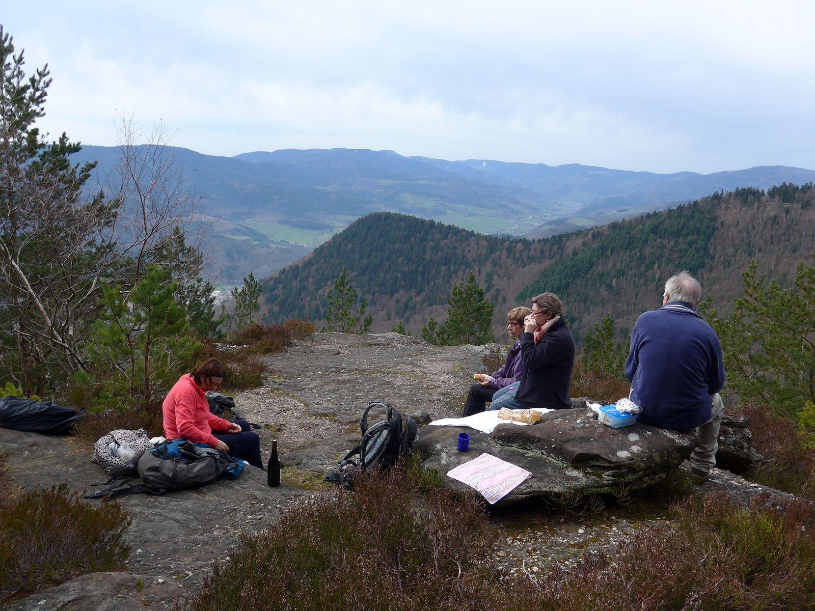 Un point de vue sur le val de Liepvre, notre endroit pour le pique nique de midi.