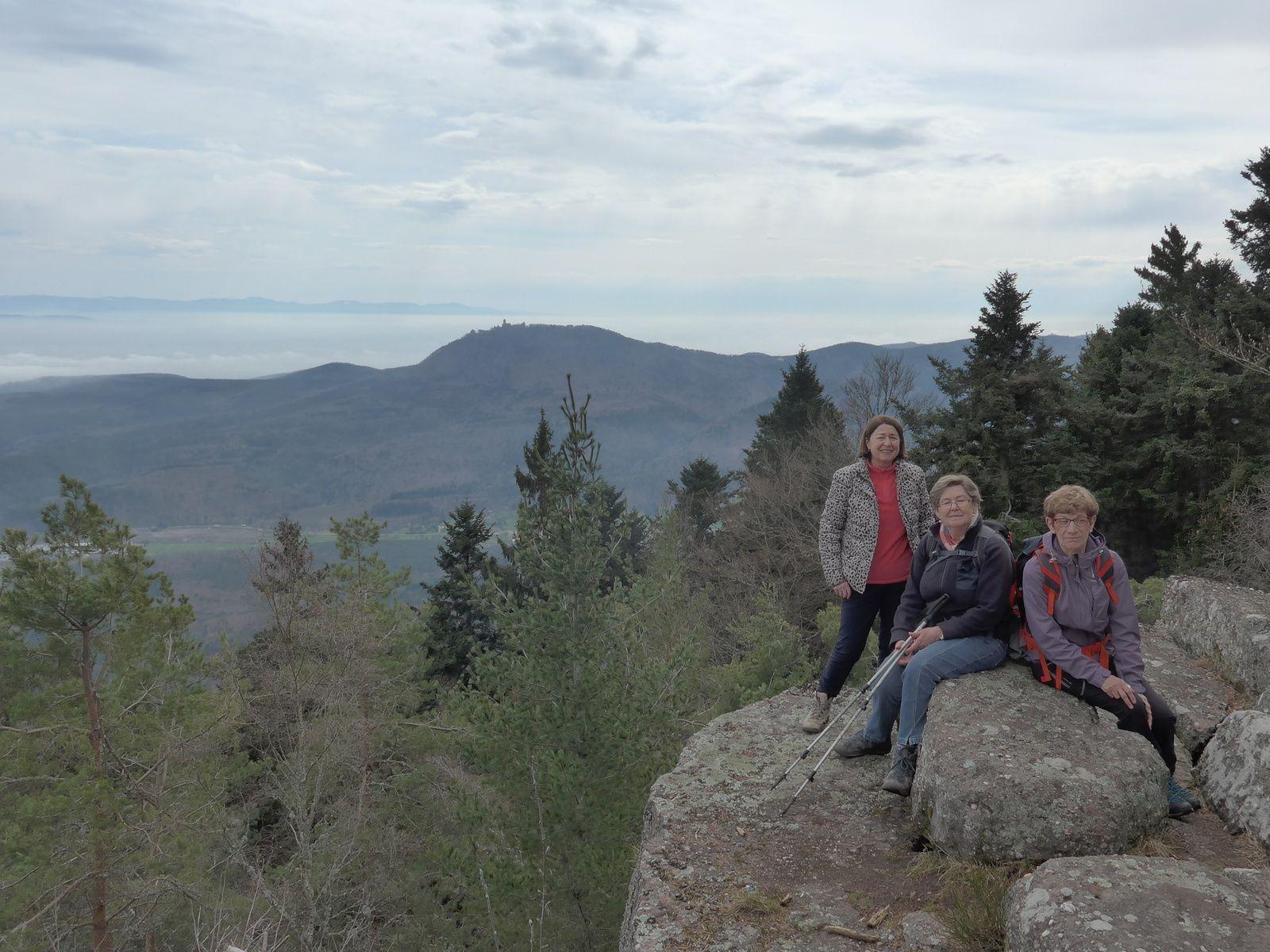 Au sommet du rocher du Coucou (856m)