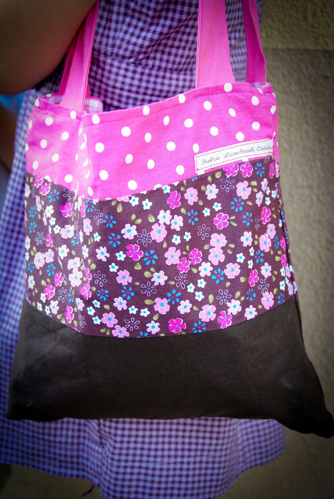 petit sac en tissu léger doublé coton 22x 20cm (vendu) possibilité de le refaire sur commande