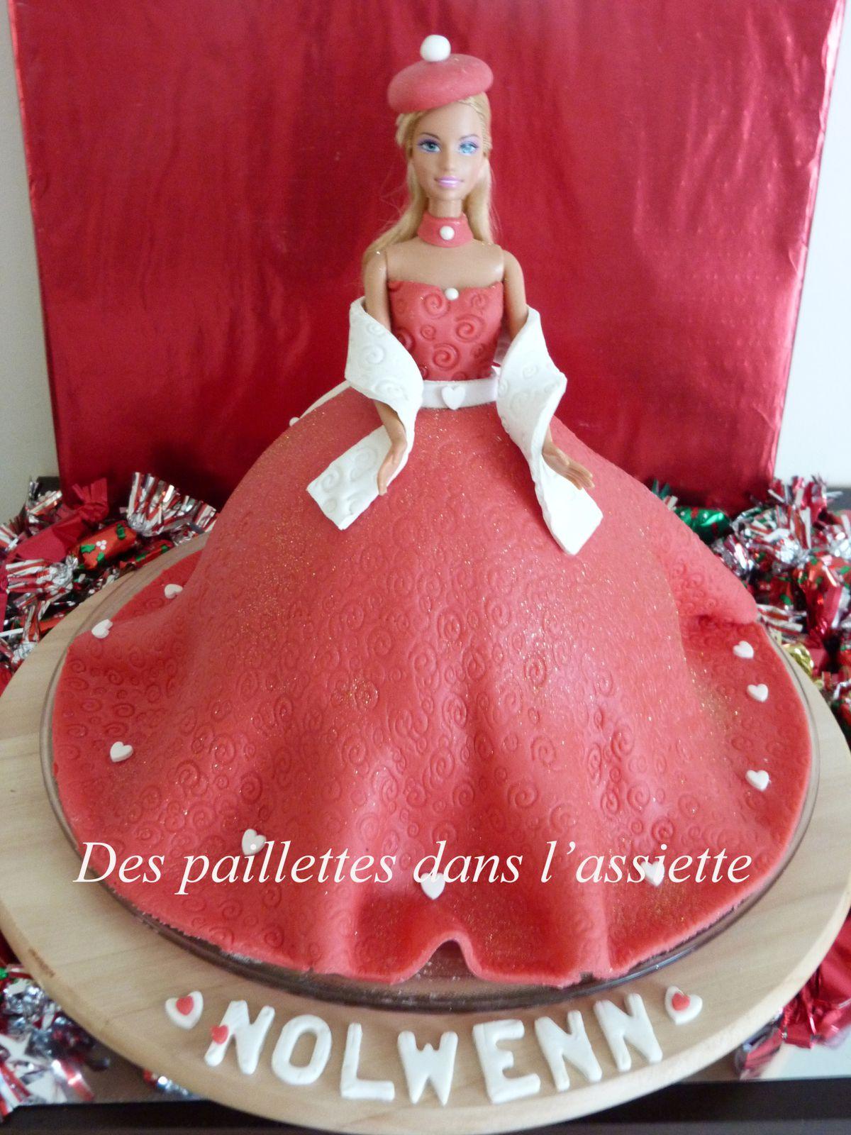 Barbie Gateau Joyeux Anniversaire Des Paillettes Dans L Assiette