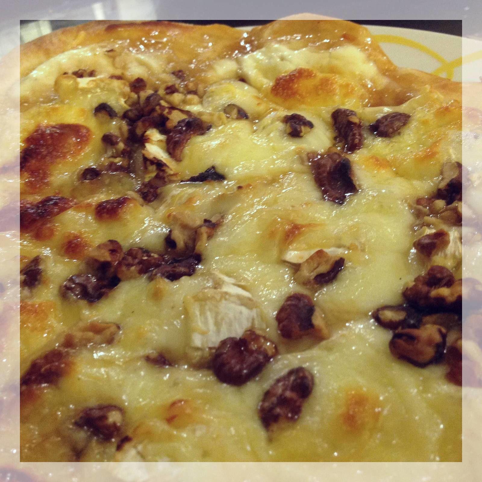 Pizza chèvre-miel et noix