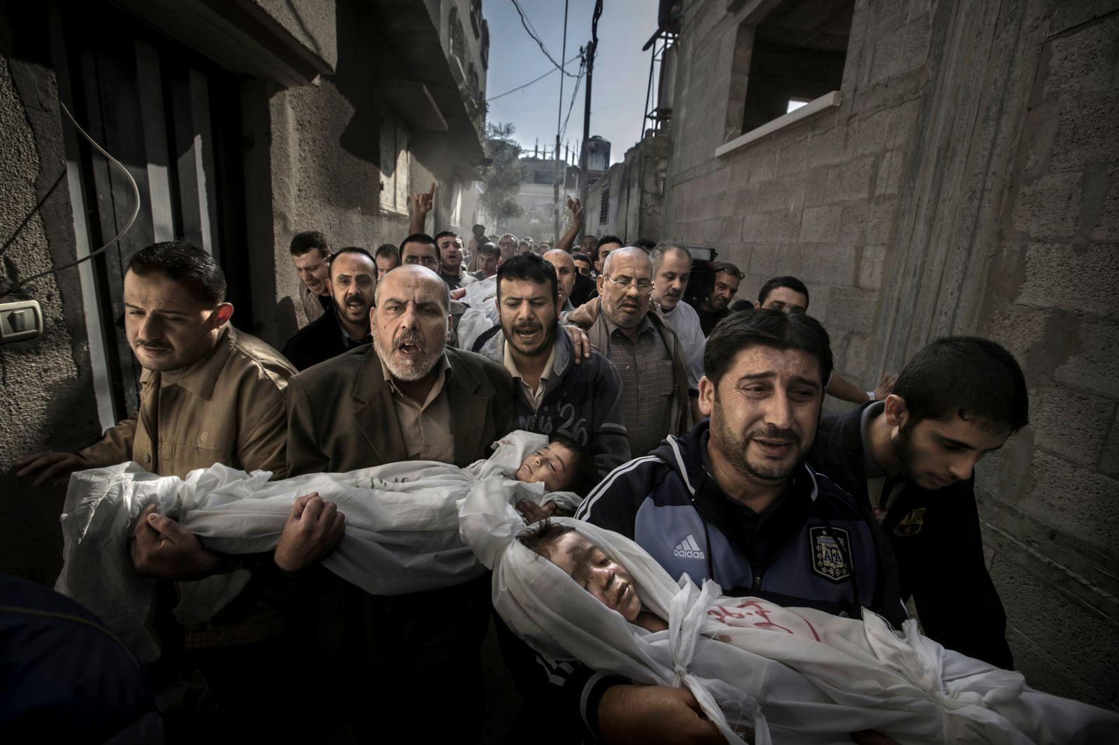 1er prix (spot news, single) - Paul Hansen. Gaza. 20 Novembre 2012
