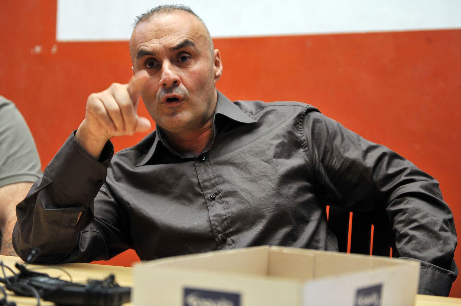 Serge Ayoub promeut la race blanche, pas pour lui...