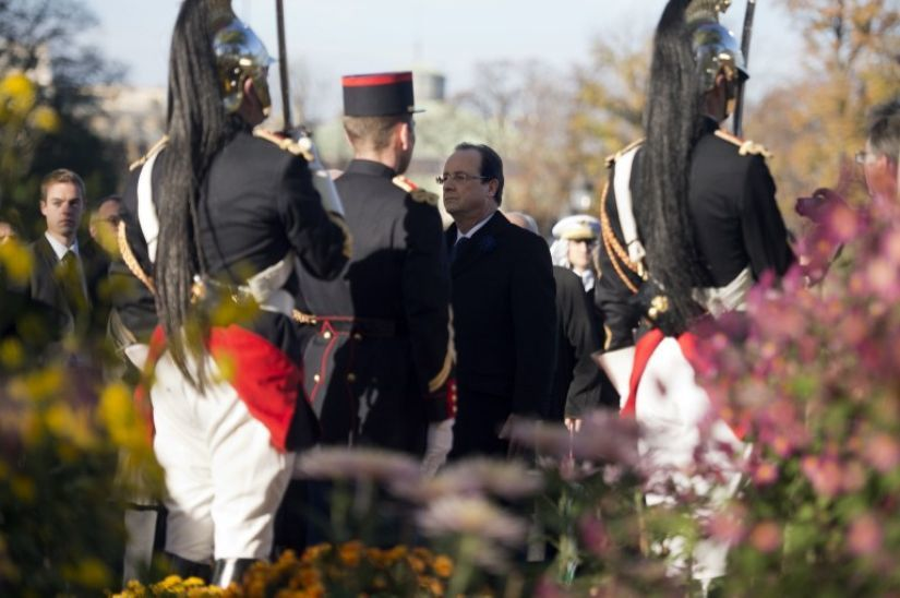 11 novembre : Hollande sifflé par 70 racailles