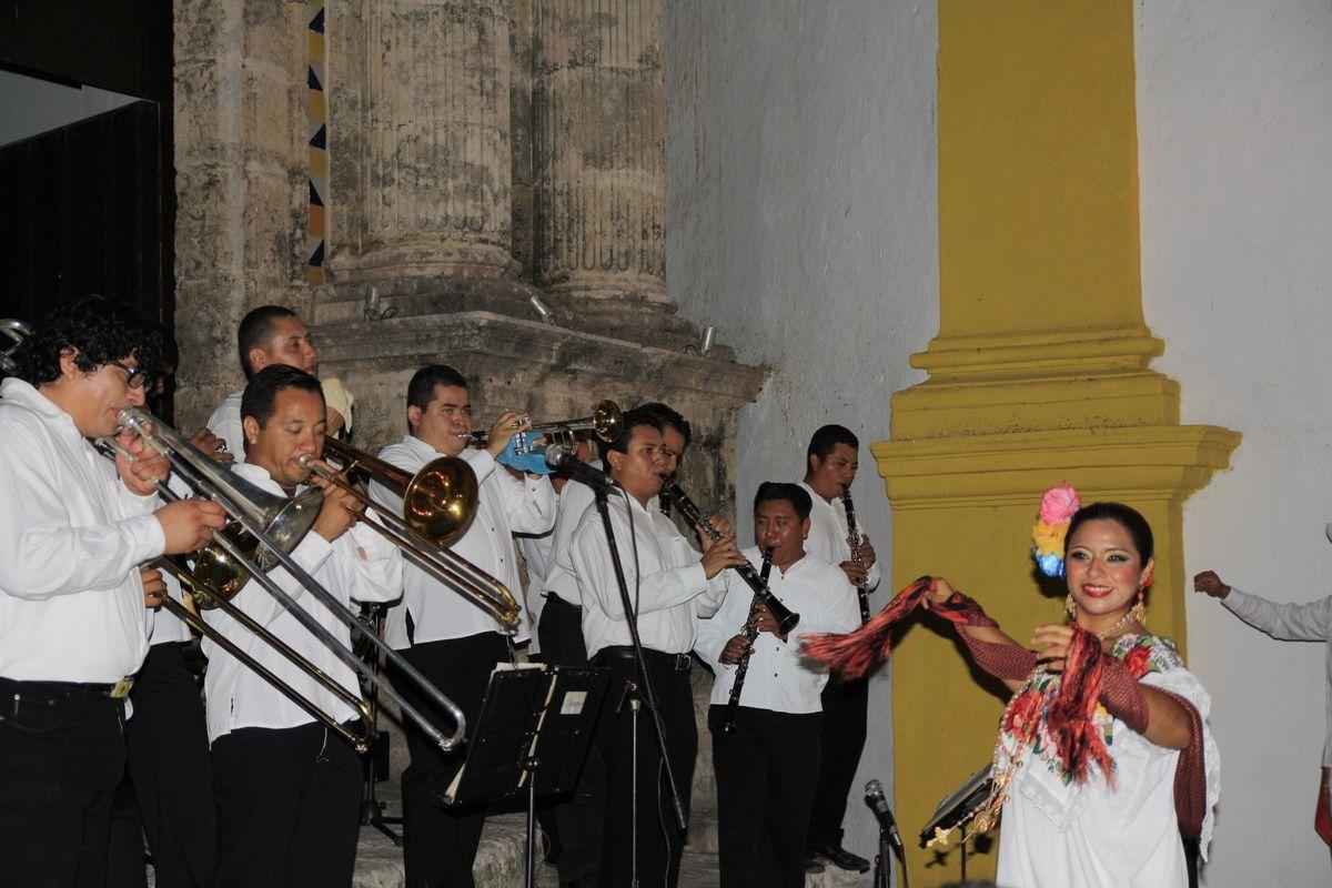 L'orchestre et les danseurs traditionnels