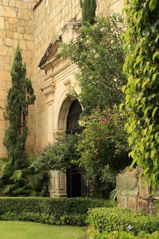 L'ancien couvent qui aurait fait un très joli lieu de mariage &#x3B;)
