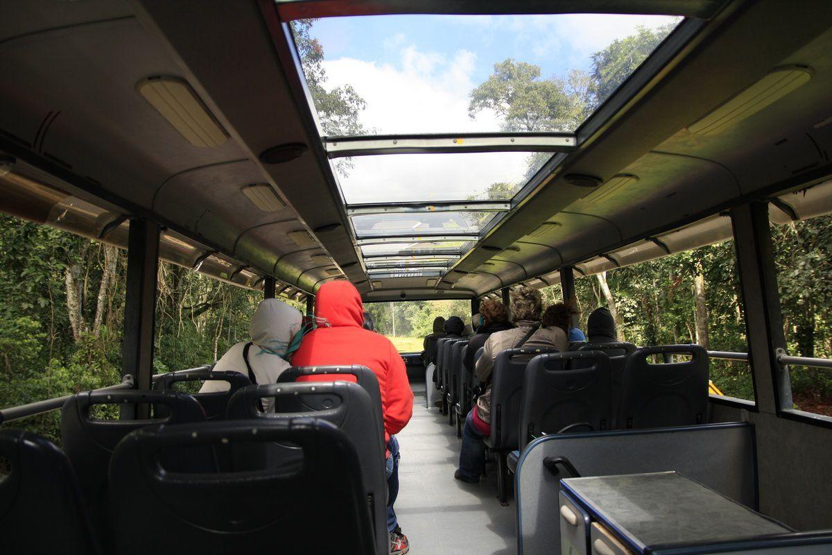 Dans le bus, en route vers les chutes