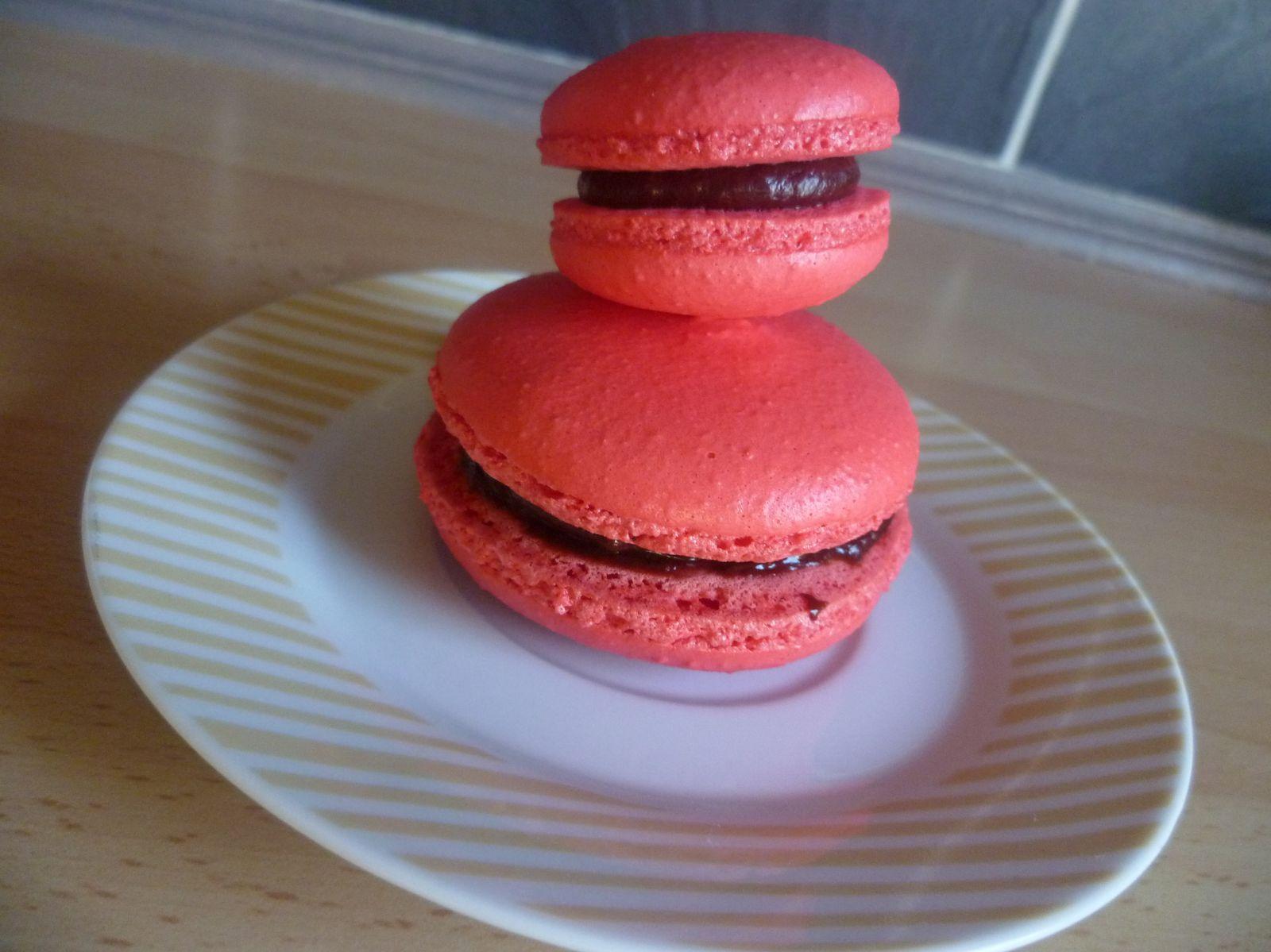 Recette des macarons de base + recette ganache chocolat framboise