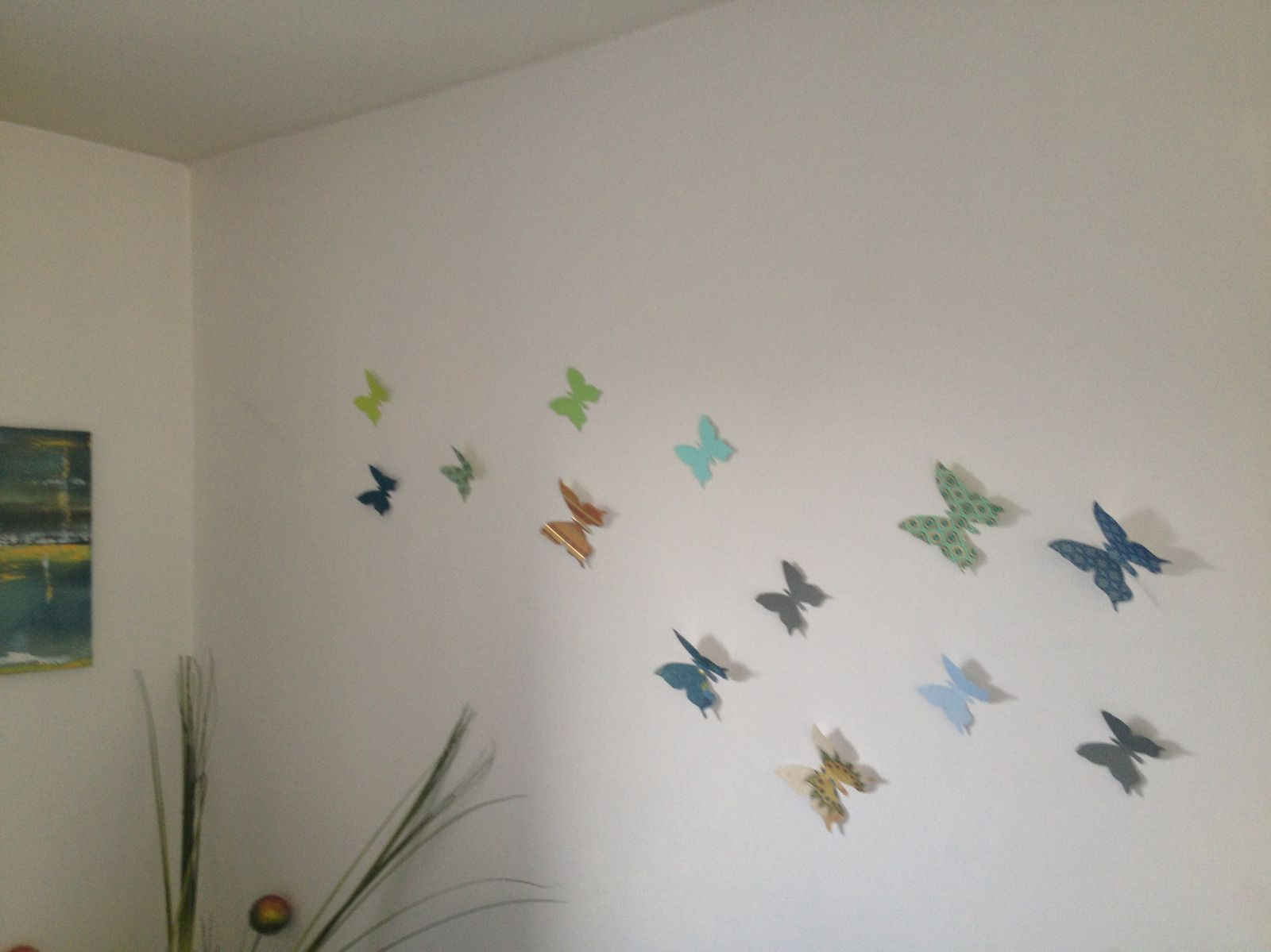 diy un envol de papillons sur un mur by bridget. Black Bedroom Furniture Sets. Home Design Ideas