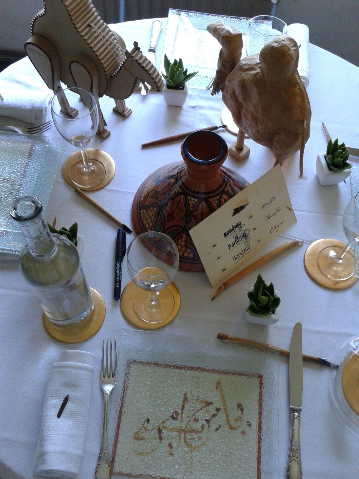 repas du 7 la déco était sur le thème de la calligraphie.