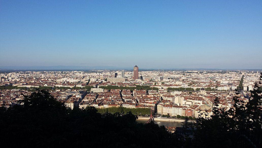 """La basilique de Fourvière, la fameuse antenne radio """"Tour Eiffel"""" et le panoramique depuis la basilique"""