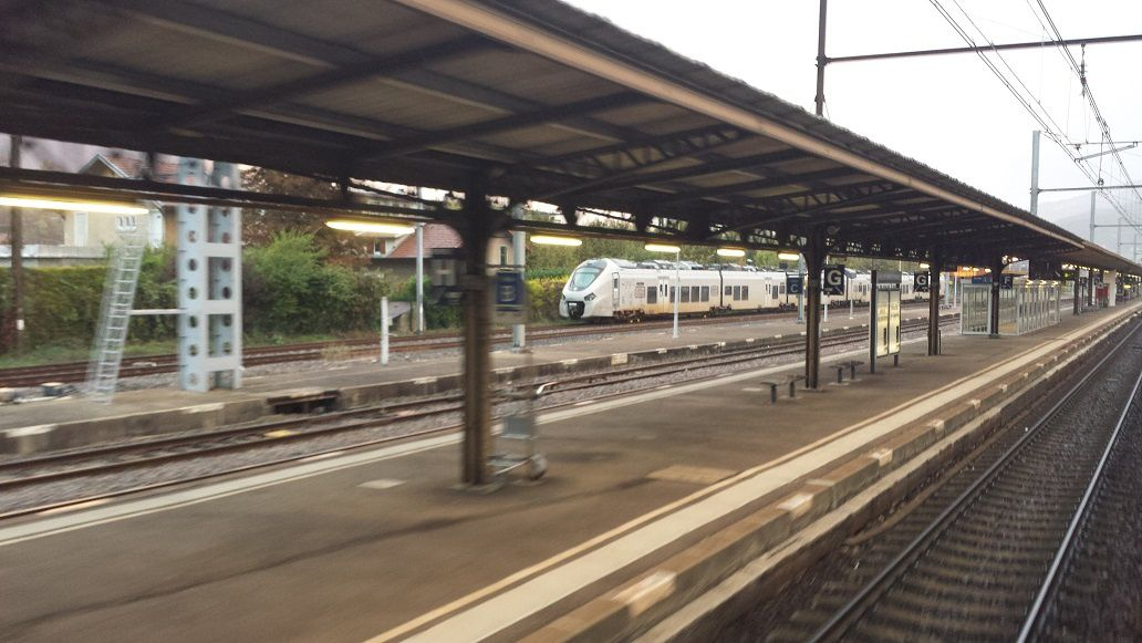 Régiolis Bi-Bi 6 caisses surpris en gare d'Aix-Les-Bains - Le Revard