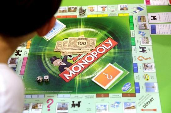 Pour ses 80 ans, Monopoly cache de vrais billets