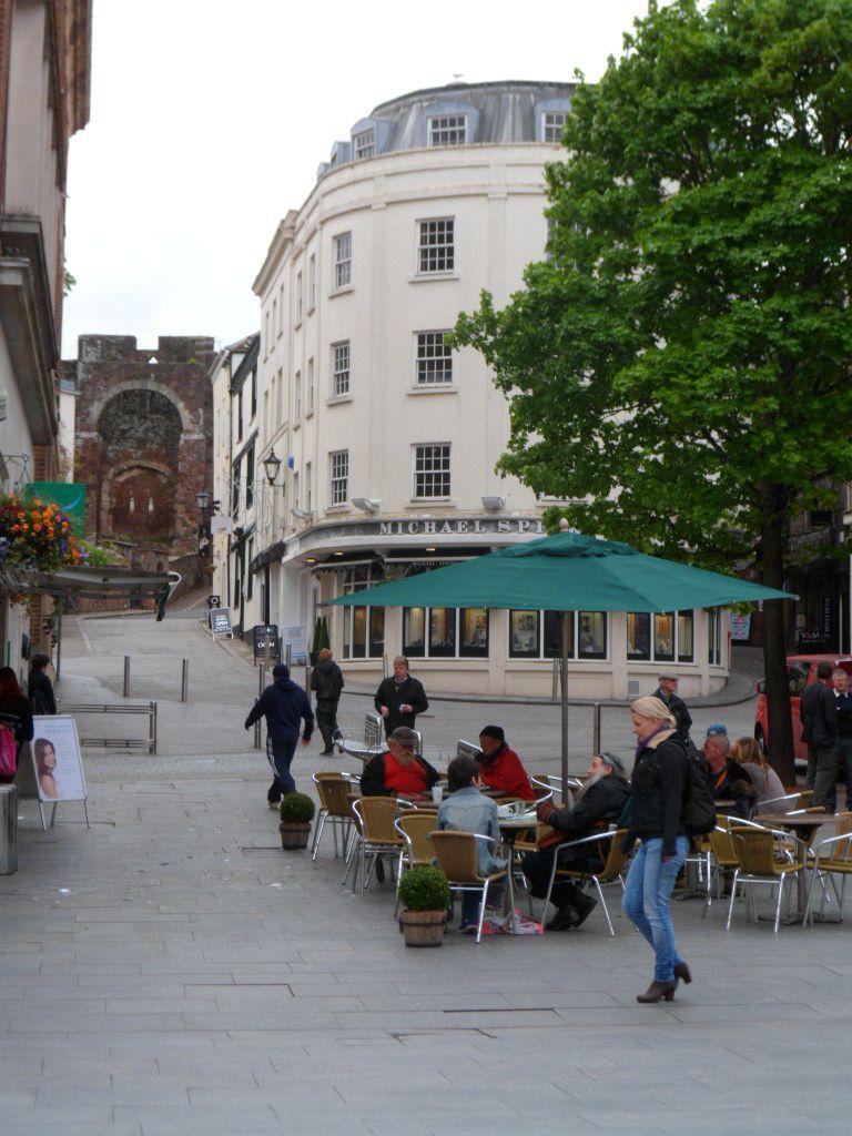 Un entretien et la vraie  visite d'Exeter