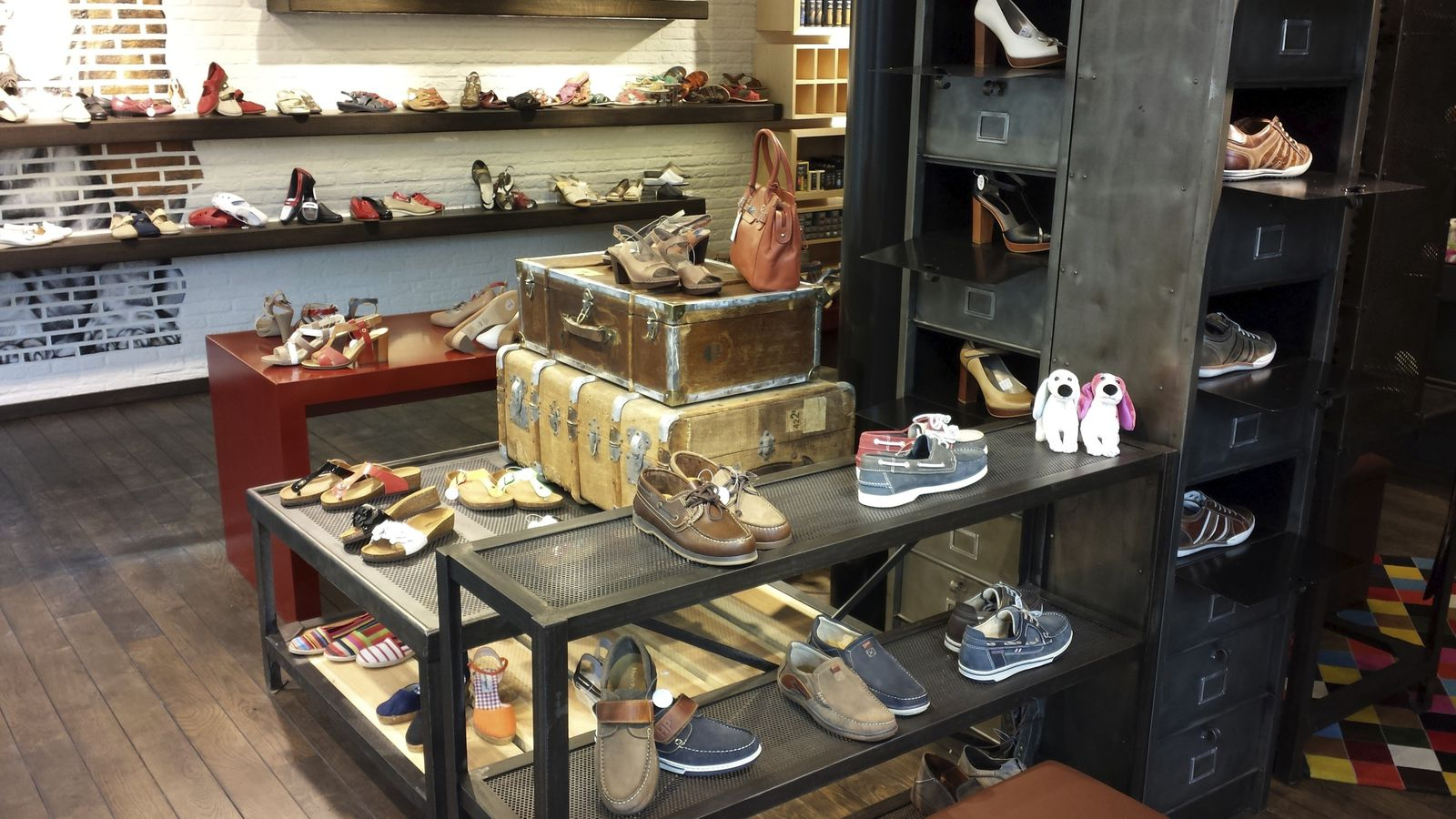 DECORATION / Boutique HUSH PUPPIES Belgique