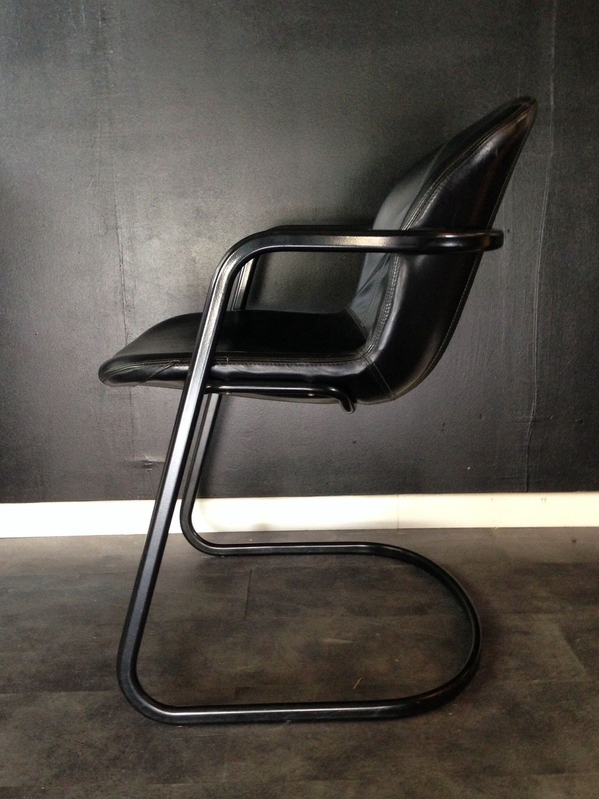Fauteuil ou chaise Willy Rizzo Cidue mobilier vintage assise cuir Made in Italy antiquite antiquaire Bondues Lille nord france