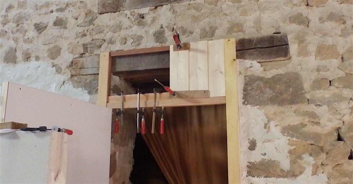 Et terminé avec un cadre composé de baguettes moulurées.