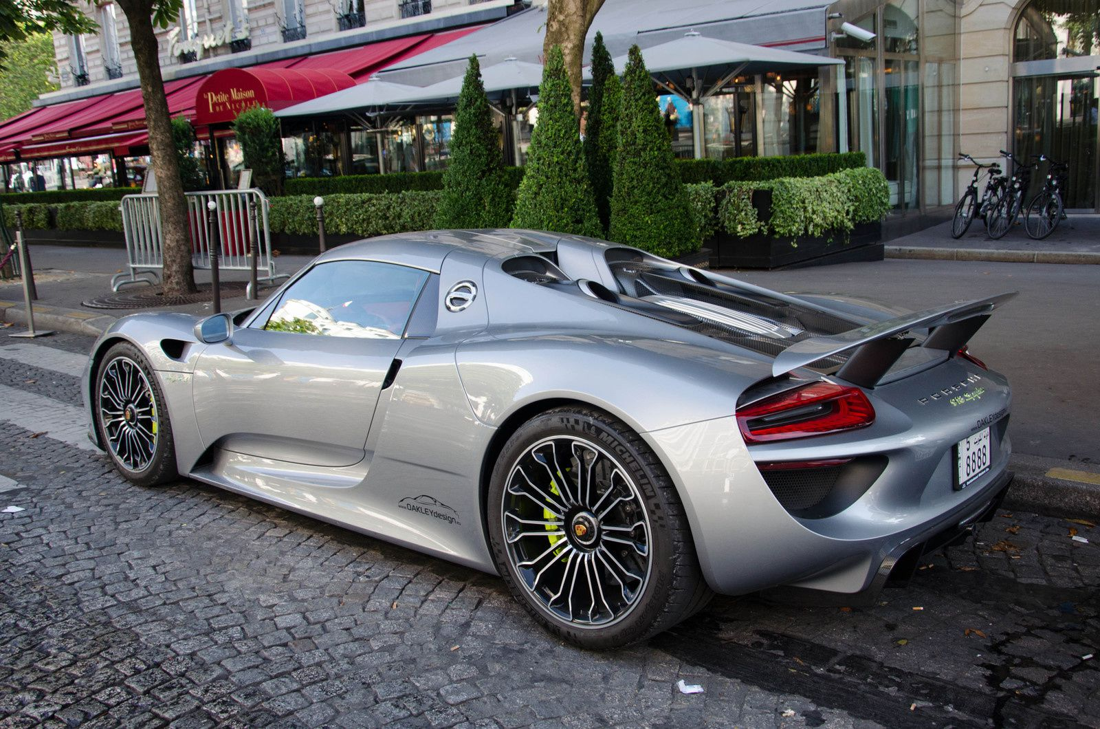 Les koweitiens paris cet t supercarsmn for Porsche 918 interieur