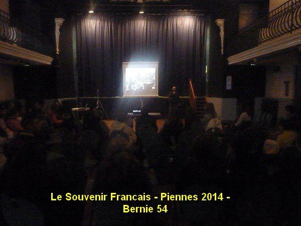 Lecture de différentes lettres de soldats en francais , allemand , italien et finale avec un acteur ....