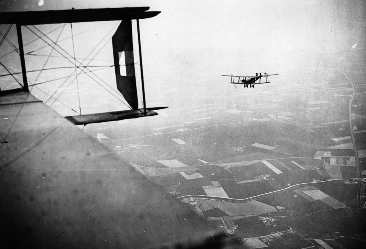 BOMBARDIER HANDLEY - PAGE
