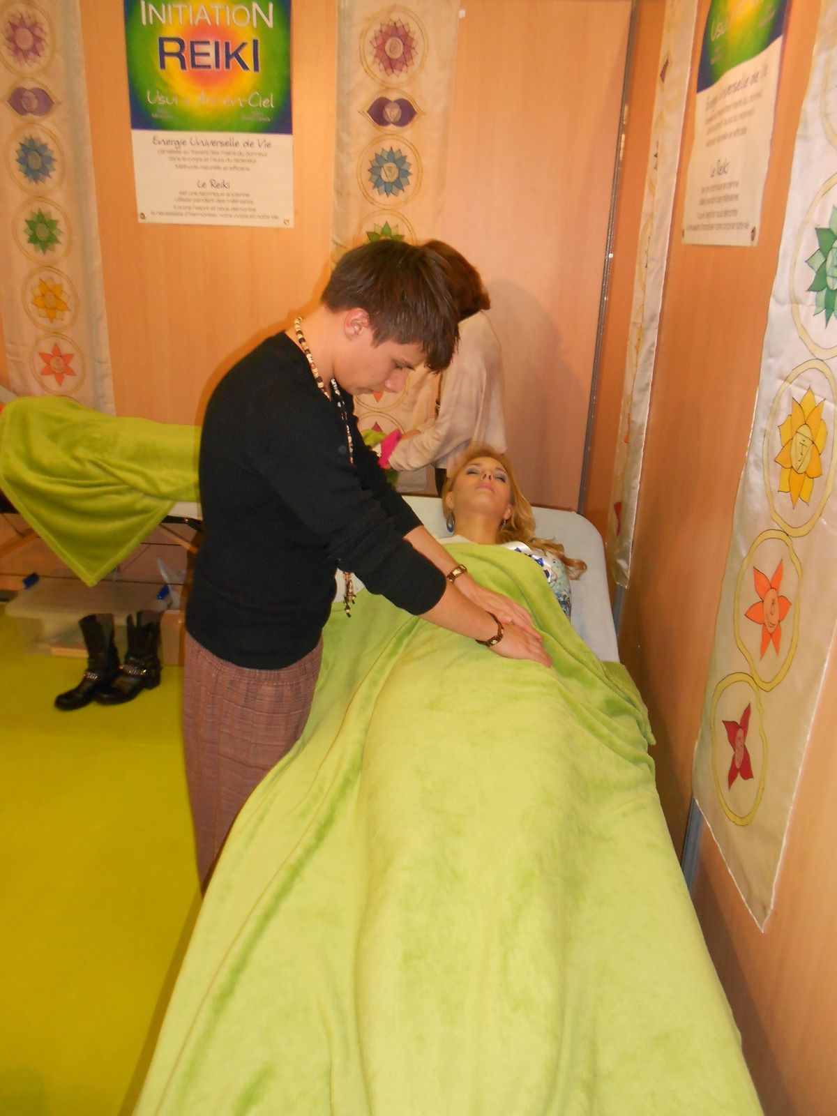 lors de sa visite au salon, Miss Picardie 2013, Manon Beurey a gentillement profité d'une séance de découverte sur notre stand