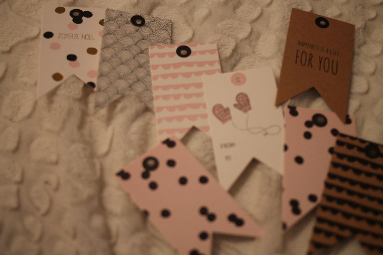 De jolies étiquettes pour rendre les paquets encore plus beaux! <3 Pour moi perso, elles ont finies en jolies guirlandes au- dessus de mon bureau (cf. mon Instagram) =)
