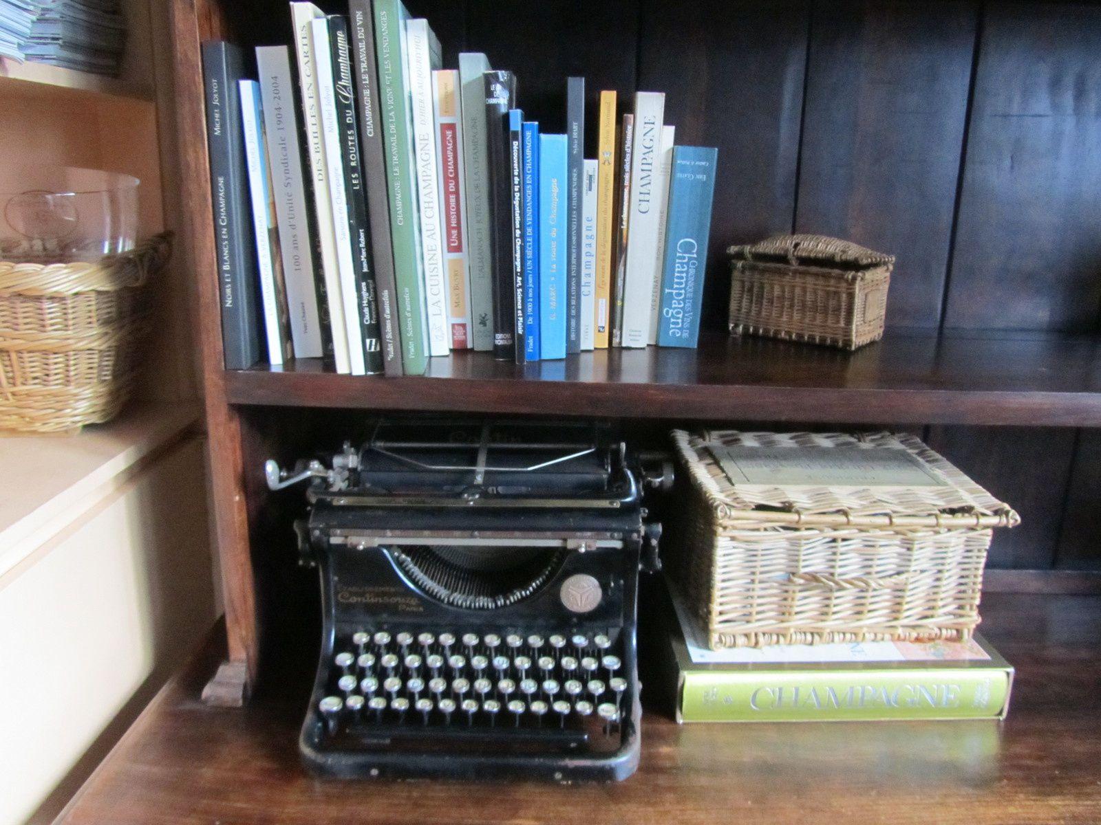 Porte-tampons et machine à écrire