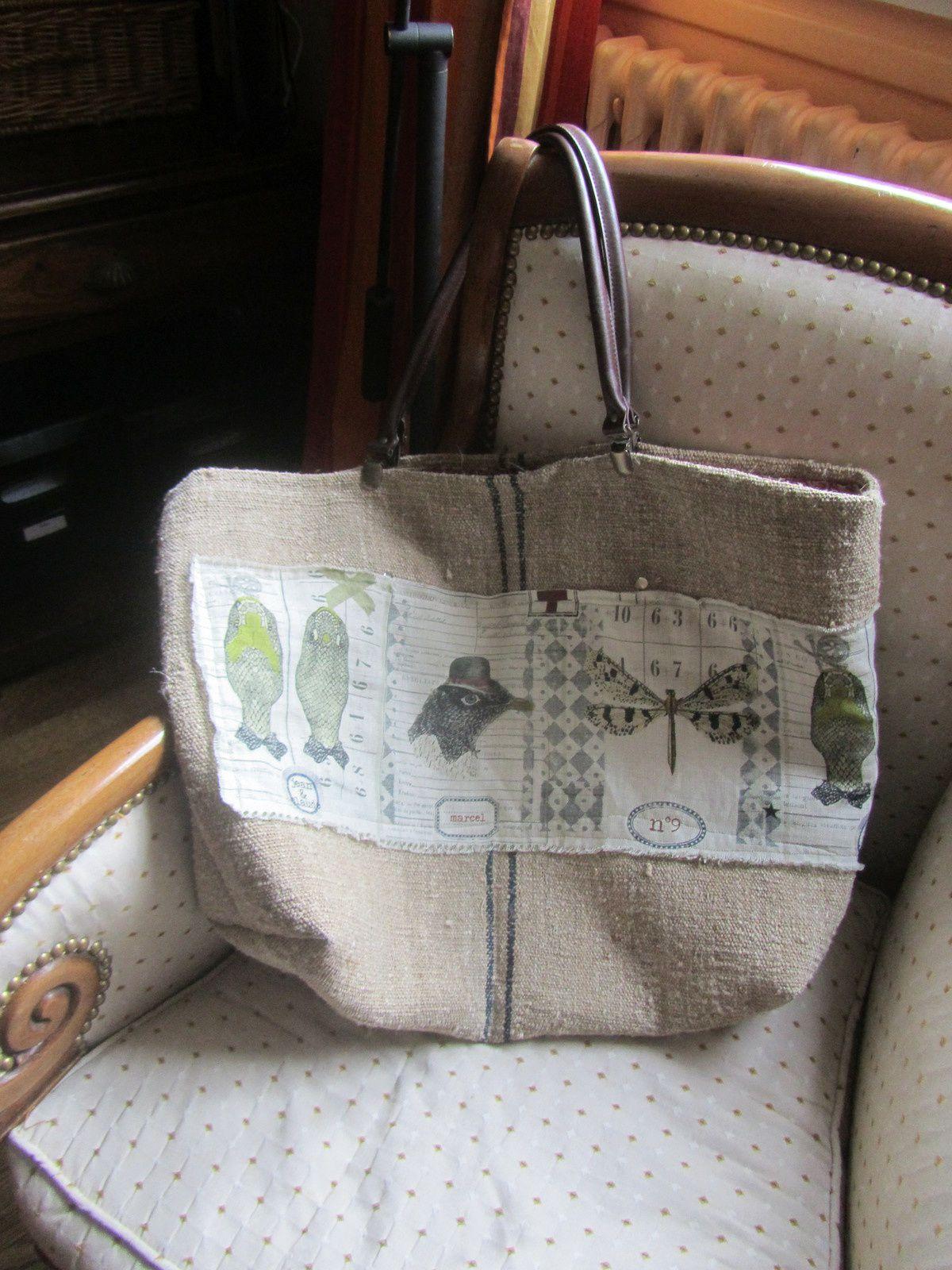 Différents sacs confectionnés à partir de sac à grains anciens et cuir de récup' ou anses amovibles, également sur commande.