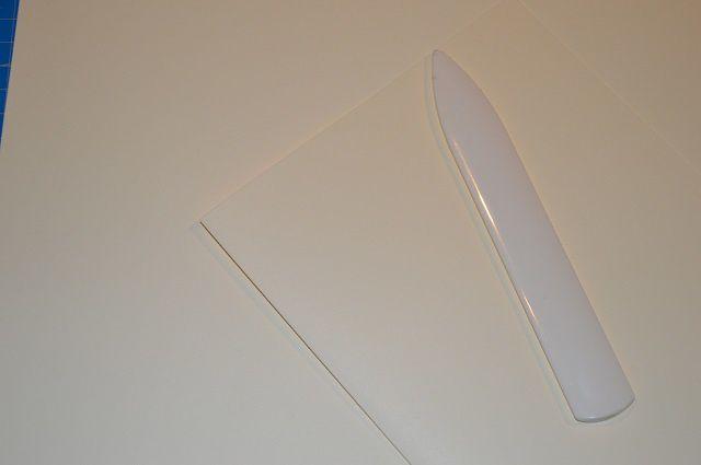 Prendre 3 feuilles couleur ivoire et les plier en deux dans la largeur. Cela donne une carte de dimension 14.8 x 21cm.