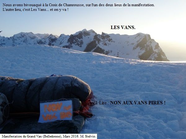 600 manifestants perchés à 2400m contre l'extension de Chamrousse !