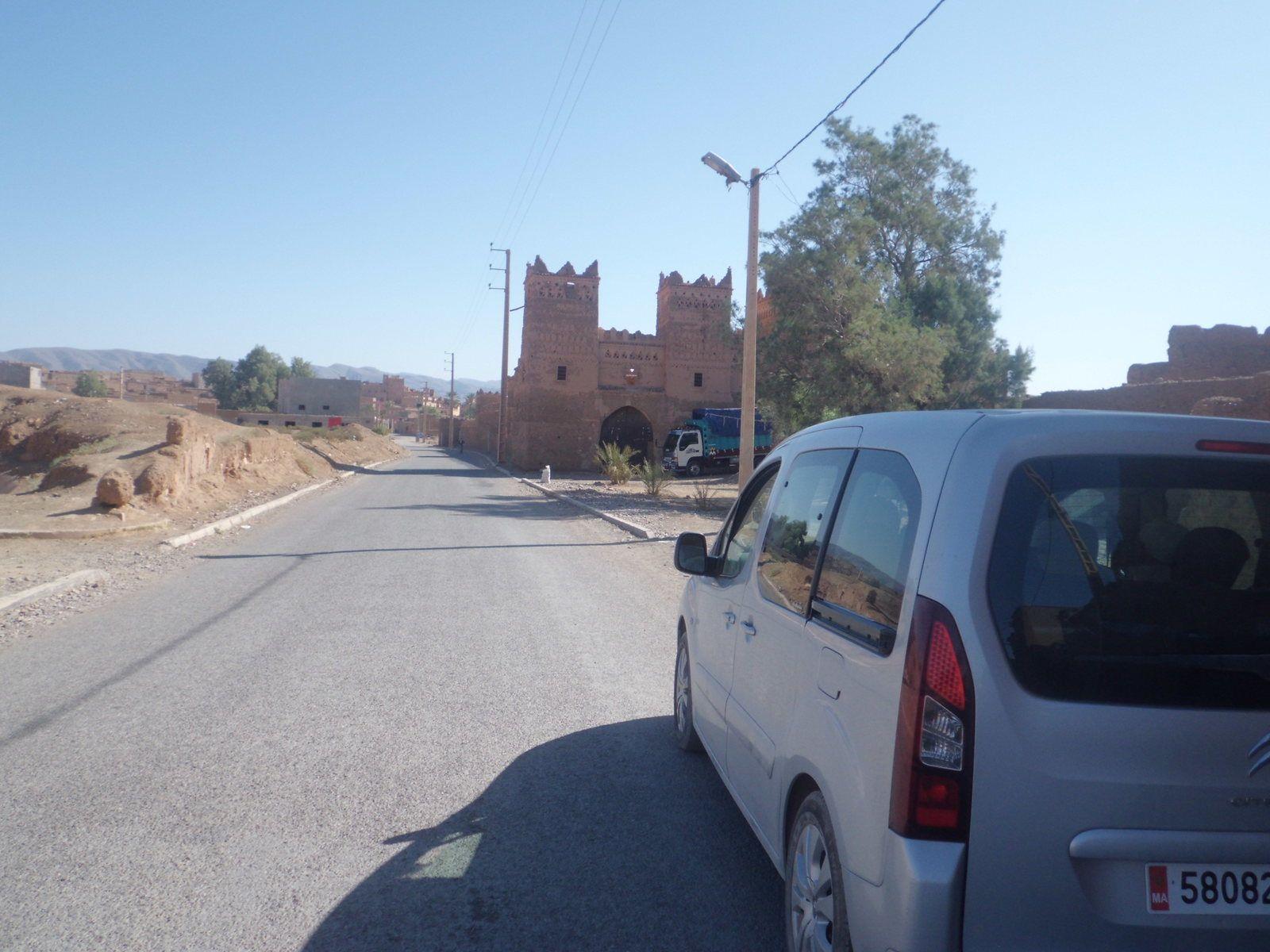 Sur la route de Mhamide LGhislane( Les cellules de Tortures)