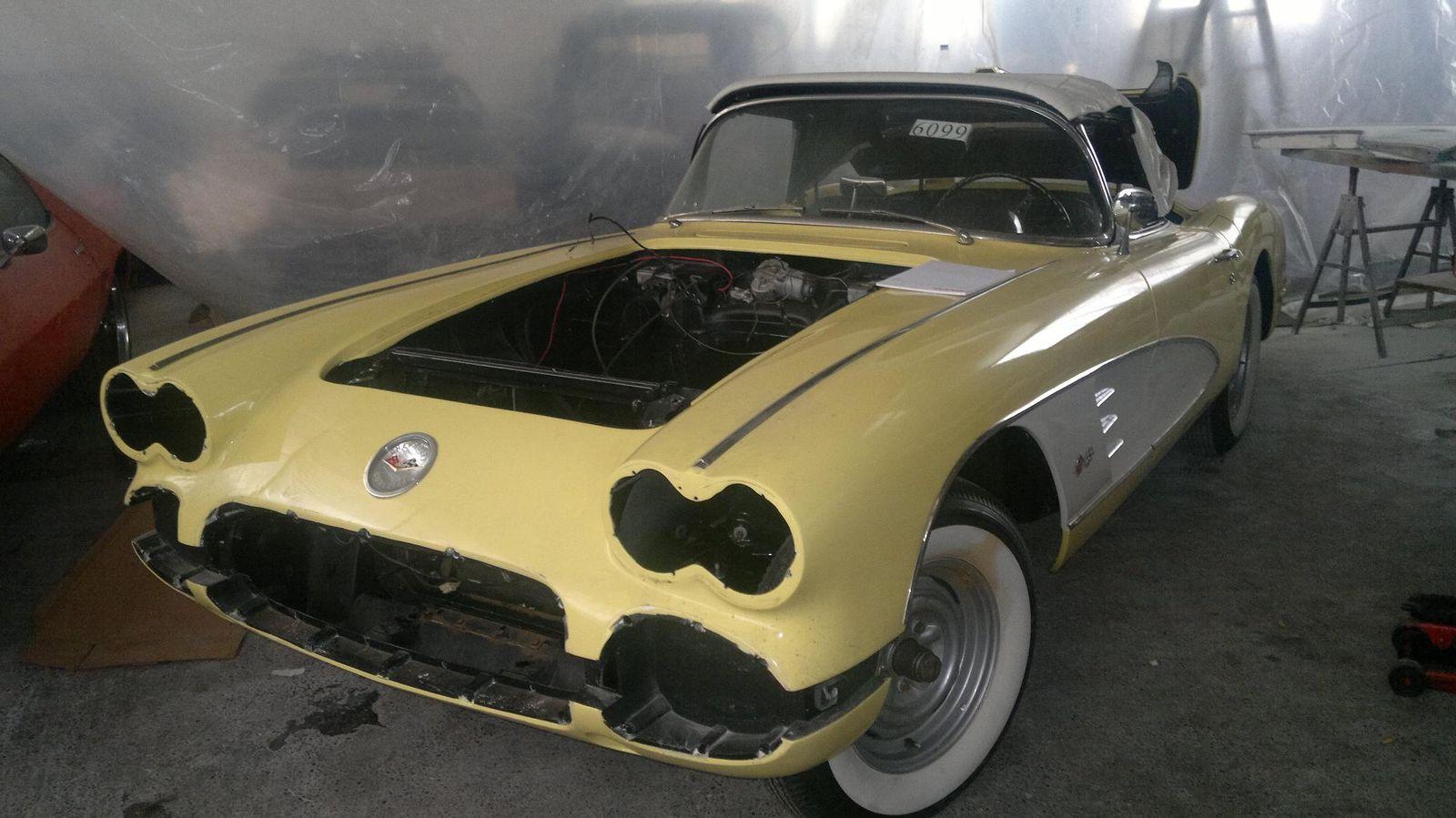 le d montage a commenc restauration d 39 une corvette c1 de 1958. Black Bedroom Furniture Sets. Home Design Ideas