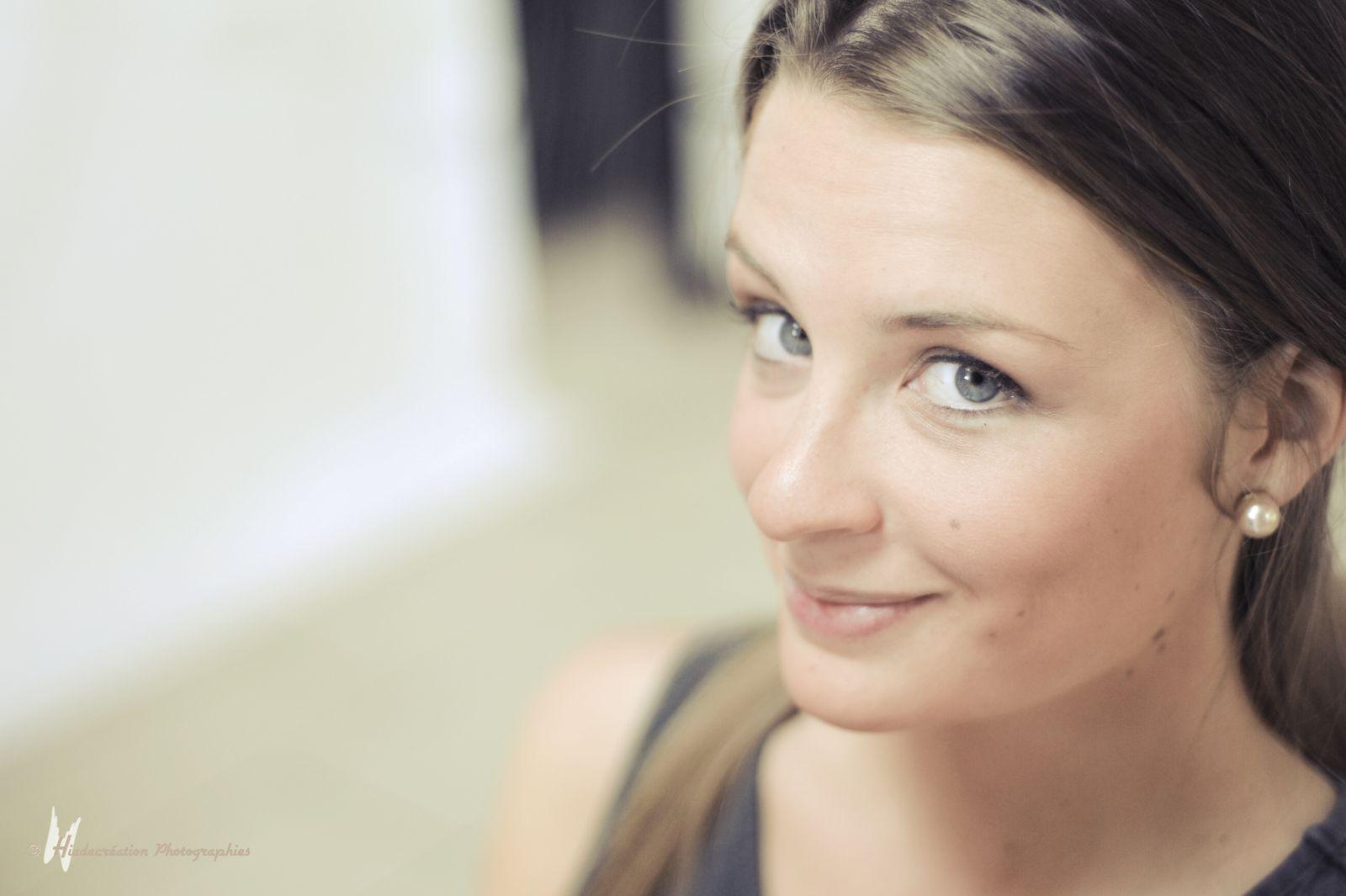 """Mise en beauté Pauline Calonne d'Art des sens  pour le maquillage et Angélique Coffin""""mon Instant à moi """"pour la coiffure ."""
