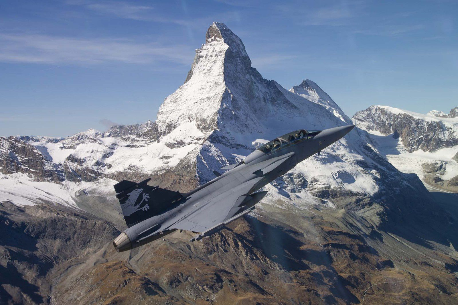 Gripen F Demonstrator. Au second plan, le Cervin (© DDPS)