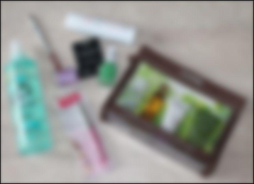 Voilà un exemple de quelques produits seulement que vous retrouverez dans votre/vos box (évidemment, on a flouté l'image hihi)