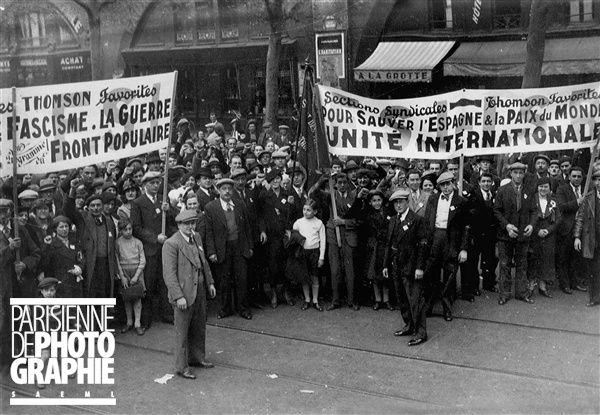 Front populaire. Défilé syndical. France, 1er mai 1937. © Roger-Viollet