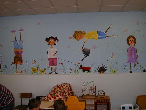 """Réalisation d'une fresque murale dans une classe maternelle, que j'ai prénommée """" LA FARANDOLE """""""