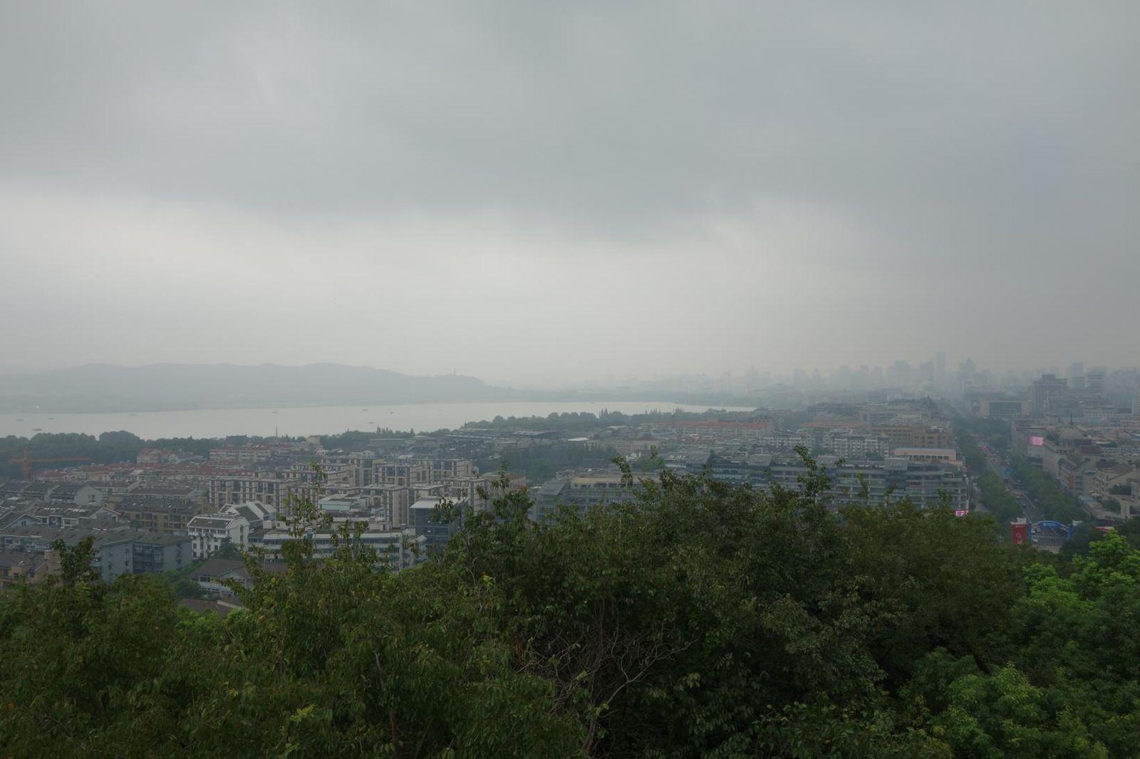 Alerte typhon sur le lac de l'Ouest.