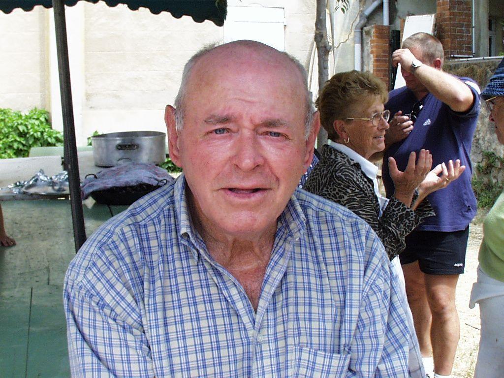Paul à la préparation de la Paëlla de la Kermesse 2003
