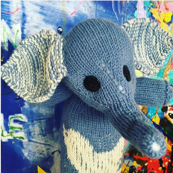 éléphant tricoté par Margrethe Vestager - tricoteuses révolutionnaires - Margrethe Vestager