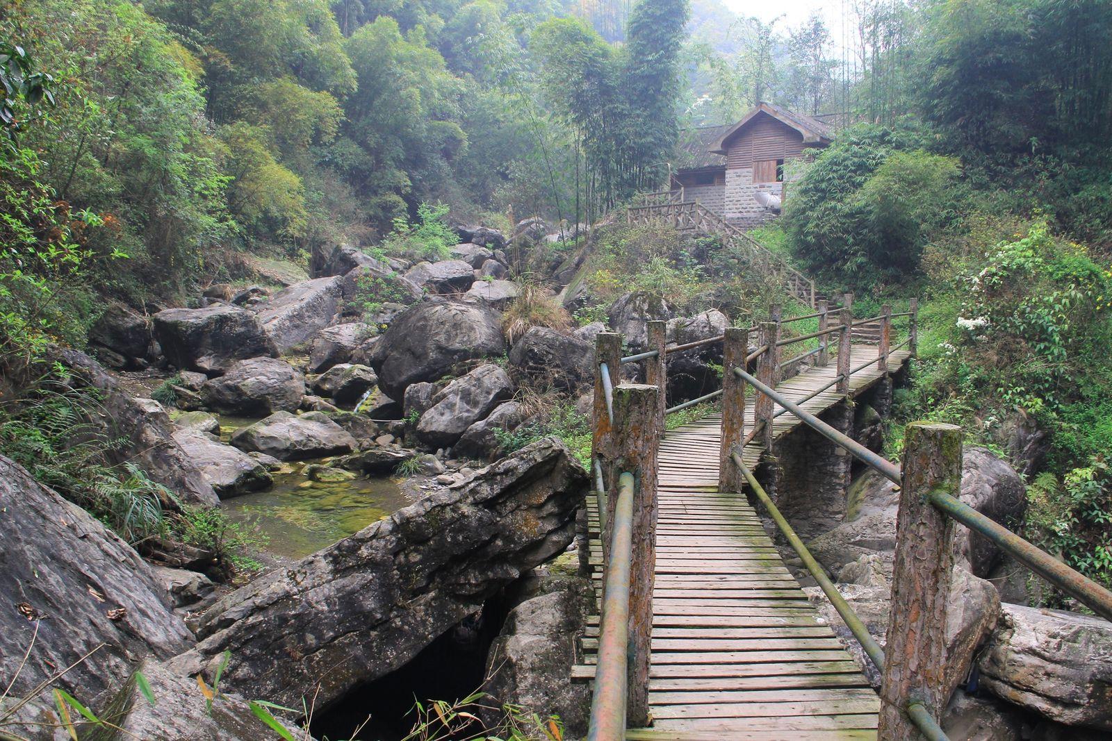 Dans les montagnes du Sichuan : jindaoxia 金刀峡