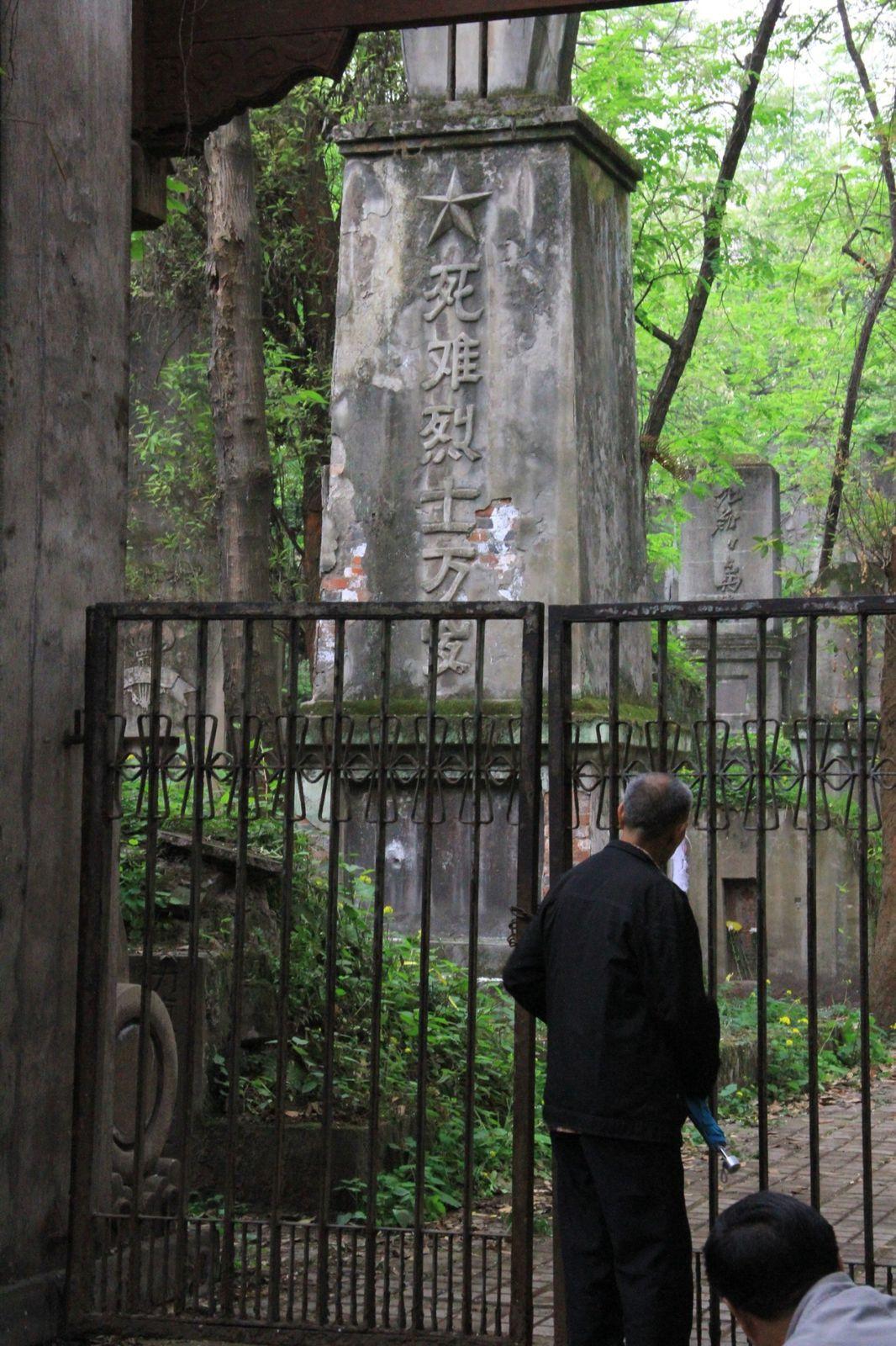 Shapingba (沙评坝) et le cimetière abandonné.