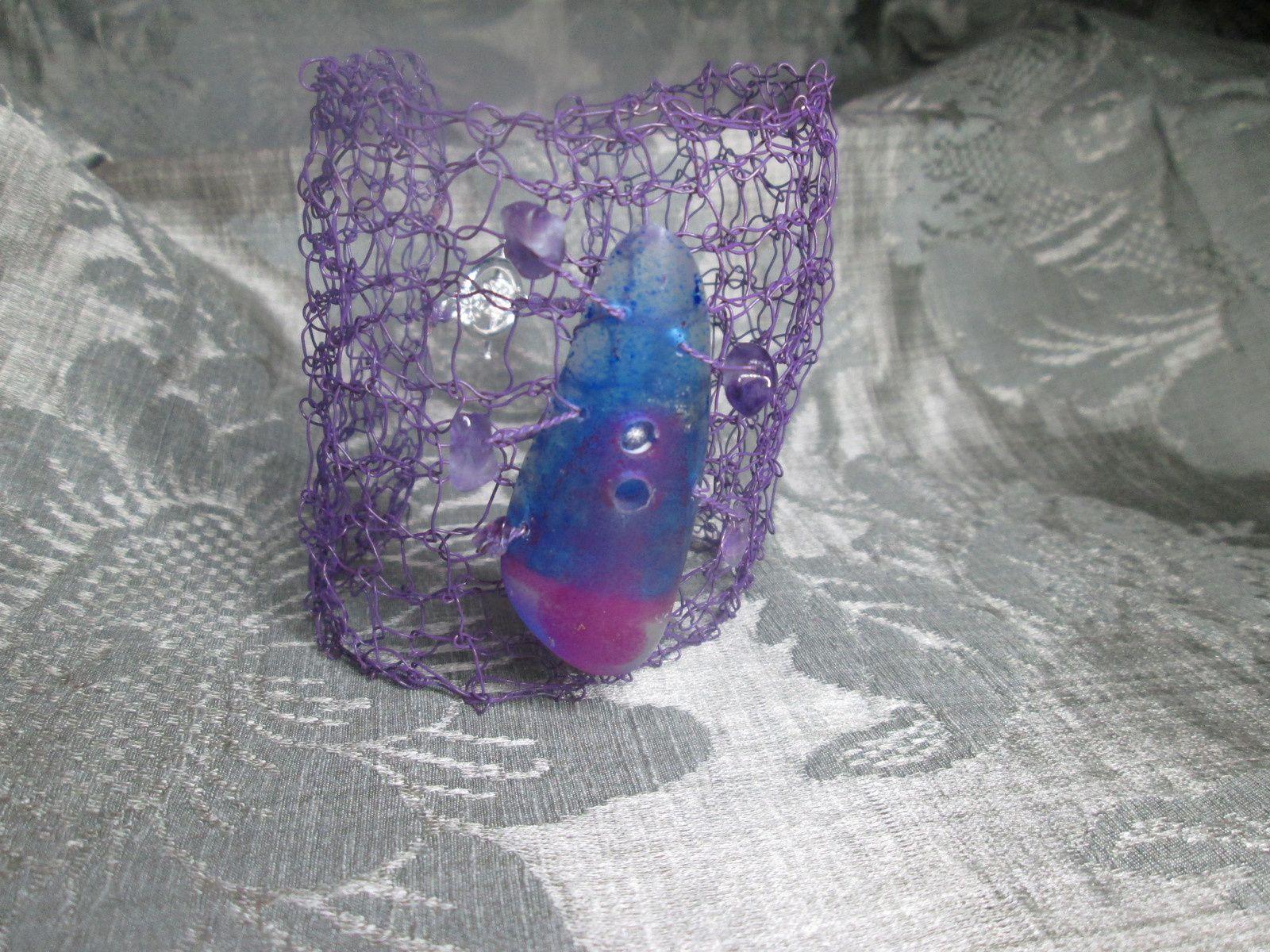manchette violette-résine et pierres